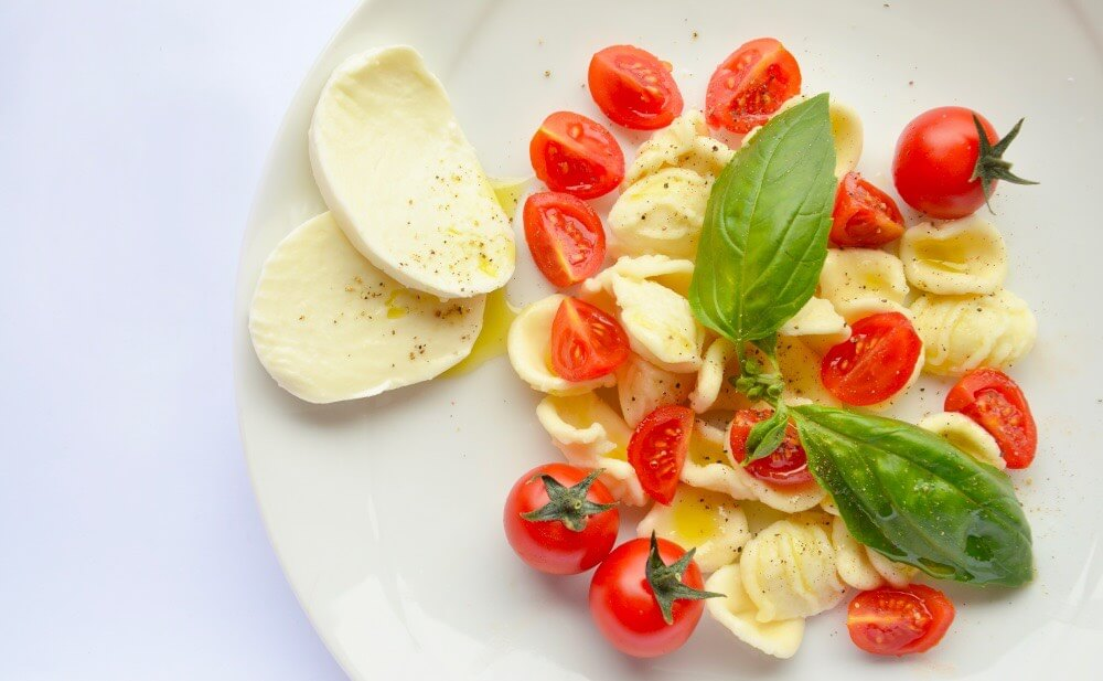 Orecchiette basilico pomodoro e mozzarella